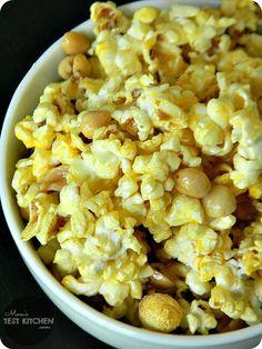 Yellow Bliss Road: Ultimate Popcorn Recipes Round Up - 100 of the BEST Popcorn Recipes! Best Popcorn, Popcorn Snacks, Flavored Popcorn, Popcorn Balls, Glazed Popcorn Recipe, Butter Popcorn, Salty Snacks, Kid Snacks, Yummy Snacks
