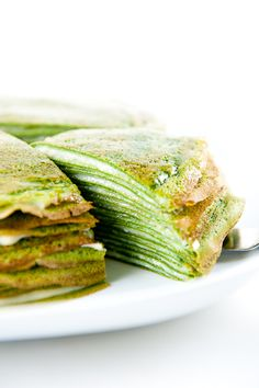 Matcha Crepe Cake - crepes are so versatile, make sure that you try making crepes with other dishes too - sweet, savory, vegan, vegetarian and non vegetarian food preperations. Crepes, Green Tea Crepe Cake, Green Tea Recipes, Cooking Recipes, Healthy Recipes, Fast Recipes, Cooking Tips, Mille Crepe, Pancakes And Waffles