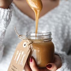 Caramel salé recipe x satisfy x desserts, salted caramel sau Just Desserts, Delicious Desserts, Dessert Recipes, Yummy Food, Desserts Caramel, Salsa Dulce, Food Gifts, Sweet Recipes, Sweet Tooth