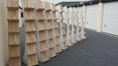 Prachtige brochurerekken van hout. Eigen ontwerp en met de hand gemaakt.