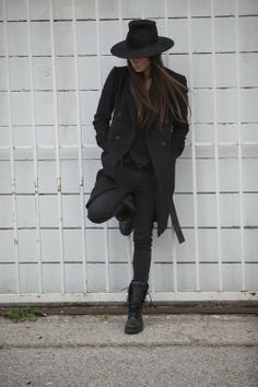 Street style , all balck everything