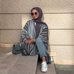 Image uploaded by 𝐻𝒾𝒿𝒶𝒷𝑒𝓈𝓉𝒾𝒸. Find images and videos about hijab, modest and abaya on We Heart It - the app to get lost in what you love. Modern Hijab Fashion, Street Hijab Fashion, Tokyo Street Fashion, Muslim Fashion, Modest Fashion, Fashion Outfits, Hijab Fashion Summer, Casual Hijab Outfit, Hijab Chic