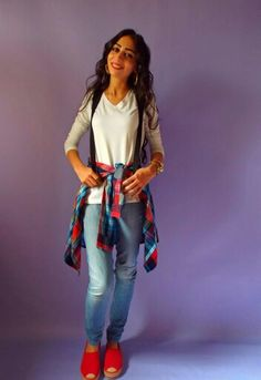 Yup the 90's are back.  Tying a chemise, cardigan or jacket around your waist is very Trendy, specially the plaid pattern.  What do you think of this trend?  #ElZayanLookBook #stylist #fashion #fashionblogger #outfitpost #fashiondaily #fashionista #fashiongram #fashionstylist #fashiondiaries #style #styleblogger #styleinspiration #stylegram #styleguide #picoftheday #photooftheday #trend