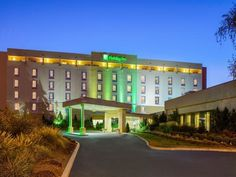 Norwich (CT) Holiday Inn Norwich United States, North America The 3-star Holiday Inn Norwich offers comfort and convenience whether you're on business or holiday in Norwich (CT). Both business travelers and tourists can enjoy the hotel's facilities and services. Free Wi-Fi in all rooms, 24-hour front desk, facilities for disabled guests, express check-in/check-out, luggage storage are just some of the facilities on offer. Designed for comfort, selected guestrooms offer televis...