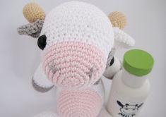 Krówka Matylda – darmowy wzór amigurumi Diy Doll, Tweety, Free Pattern, Diy And Crafts, Hello Kitty, Cow, Crochet Hats, Dolls, Fashion