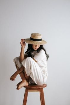 Faye Medium - Natural Straw Boater Hat - List of affordable cars Self Portrait Photography, Photo Portrait, Portrait Photography Poses, Photography Poses Women, Photo Poses, Girl Photography, Glamour Photography, Lifestyle Photography, Editorial Photography