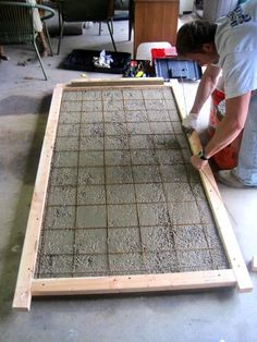 DIY home decor: How to make a concrete table top. Will certainly being making one of these for my first home. Although I was thinking more of a lower table. Like just a thick concrete block on industrial wheels. Concrete Furniture, Concrete Projects, Diy Furniture, Furniture Online, Furniture Plans, Pergola Patio, Patio Table, Backyard, Dining Table