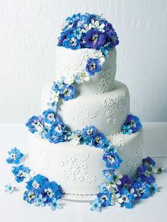 幸せのウエディング・ケーキ Bling Wedding Cakes, Wedding Sweets, Croquembouche, Profiteroles, Beautiful Wedding Cakes, Beautiful Cakes, Edible Party Favors, Dragon Wedding, Wedding Dresses With Flowers