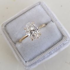 Oval Solitaire Engagement Ring, Dream Engagement Rings, Diamond Solitaire Rings, Oval Diamond, Diamond Cuts, Oval Shaped Engagement Rings, Beautiful Diamond Rings, Brilliant Diamond, Ring Verlobung