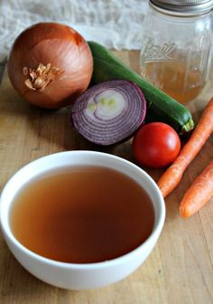 It's easy to make vegetable broth from vegetable scraps that you collect and store in your freezer. It's better for your wallet and your health. Recipes With Vegetable Broth, Homemade Vegetable Broth, Vegetable Recipes, Vegetable Soups, Homemade Seasonings, Vegetable Stock, Veggie Dishes, Irish Potato Soup, Cheesy Potato Soup