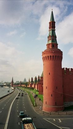 Kremlin Wall. We offer Russian courses all over the world! Check out all our locations here: http://www.cactuslanguage.com/en/languages