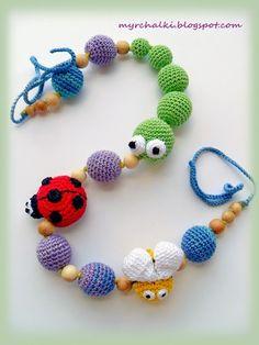 Amigurimi baby toy, combining wood and crochet