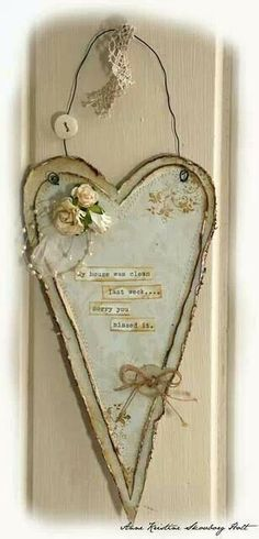Shabby chi inspiration- lovely little heart hanging, can't see material but I'm… Valentine Heart, Valentine Crafts, Valentines, Arts And Crafts, Paper Crafts, Diy Crafts, I Love Heart, Heart Crafts, Paperclay