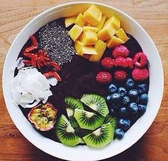Açai bowl c/o I Love Food, Good Food, Yummy Food, Healthy Snacks, Healthy Eating, Healthy Recipes, Healthy Fruits, Smoothie Bowl, Smoothies