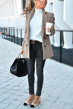 Chic Khaki Suit Blazer - Outfits for Work - Casual Outfits Trajes Business Casual, Best Business Casual Outfits, Business Casual Outfits For Women, Winter Business Casual, Winter Work Outfits, Formal Casual Outfits, Office Outfits Women Casual, Classy Outfits, Stylish Outfits