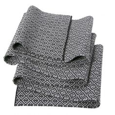 Pure Cashmere Scarf: Black & White.  http://www.fraserknitwear.com/