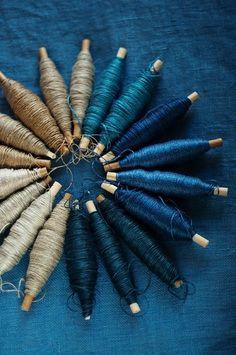 I love the indigo colors. Growing indigo is a lot of work. Azul Indigo, Bleu Indigo, Indigo Colour, Blue Colour Palette, Color Palettes, Colour Schemes, Color Patterns, Yarn Color Combinations, Textiles