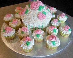 BIg cupcake cake and cupcakes