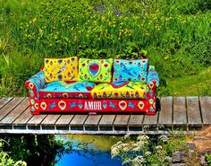 Wow just makes me happy, I'd love to have this sofa.