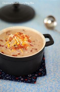 Easy, delicious and healthy Jalapeno Popper Chicken Chili Soup recipe from SparkRecipes. See our top-rated recipes for Jalapeno Popper Chicken Chili Soup. Jalapeno Poppers, Jalepeno Popper Chicken Chili, Jalapeno Chili, Pepper Chicken, I Love Food, Good Food, Yummy Food, Tasty, Soup Recipes