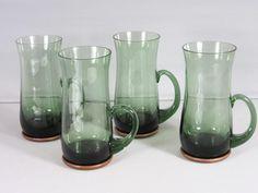 4st Retro Ölglas/sejdel i grönt glas med teakunderlägg-Holmberg