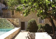 Direction Avignon in Provence, for the discovery of this charming stone family house completely restored by the Belgian architect and interior designer Mark Mertens AM Designs with respect for the existing architecture.