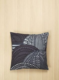 Vuorilaakso pillow cover