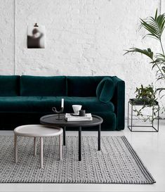 Dark Green Sofa That – Home Interior Design Ideas Living Room Furniture, Home Furniture, Living Room Decor, Living Spaces, Furniture Design, Living Rooms, Furniture Ideas, Velvet Furniture, Furniture Companies