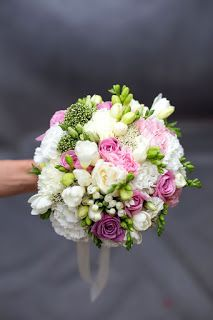 Thought this was a possible colour scheme. Small Wedding Bouquets, Bride Bouquets, Bridal Flowers, Floral Bouquets, Romantic Wedding Colors, Floral Wedding, Rustic Wedding, Blush Bouquet, Hand Bouquet