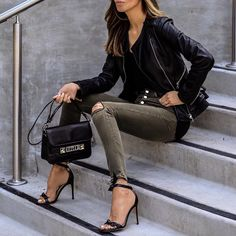 Leather jacket skinny jeans Proenza Schouler bag and strap sandals for spring style. Fashion Mode, Fashion Outfits, Womens Fashion, Summer Pinterest, Grunge Goth, Men's Leather Jacket, Ideias Fashion, Autumn Fashion, Outfit Posts