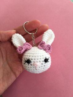 Crochet Keychain, Crochet Earrings, Crochet Teacher Gifts, Lana, Rabbit, Baby Shower, How To Make, Key Chains, Slippers