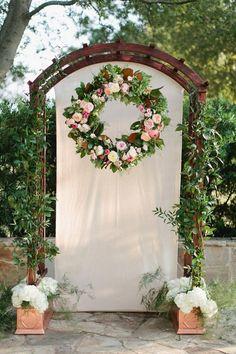 fall wedding wreath wedding backdrop / http://www.himisspuff.com/wedding-wreaths-ideas/4/