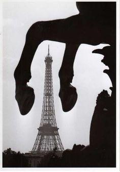 Tour Eiffel - Paris 1960. By Paul Almasy