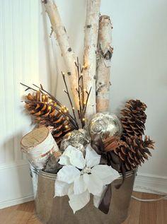 Veja ideias incríveis para transformar um material da natureza que todo mundo conhece em enfeites de Natal belíssimos e econômicos.