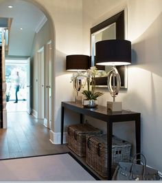 💖 89 furniture decoration options for an inspiring hall 78 Hallway Decorating, Entryway Decor, Hall Way Decor, Style At Home, Renta Casa, Interior Exterior, Interior Design, Hallway Console, Flur Design