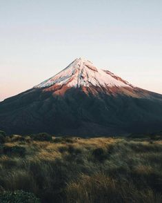 Last light on the perfect shaped peak of Mt Taranaki ☉ by @daniel_ernst Share your story : #freshairclub