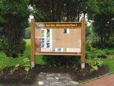 Panneau extérieur présentant les activités d'un parc national (Sépaq). Conception et réalisation Groupe GID, 2008