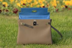 Kelly bag 32 etoupe with blue hydra lining
