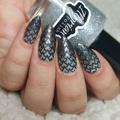 Masterpiece strokes made by @whimsicalicious  on instagram as she used MM21 Nail Stamping Plate from Messy Mansion