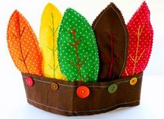 American Indian and Pilgrim Hats are fun and educational Thanksgiving crafts for kids!