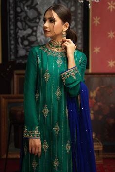 Beautiful Dress Designs, Stylish Dress Designs, Stylish Dresses, Simple Dresses, Kurti Embroidery Design, Embroidery Fashion, Embroidery Dress, Pakistani Dress Design, Pakistani Dresses
