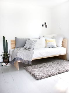 There's something charming about a daybed; and, this daybed is especially adorable. This Modern DIY Plywood Daybed looks like something straight out of a furniture store; and, you can make it at home in a snap. Furniture, Daybed, Room, Home Decor Bedroom, Home, Diy Bed, Diy Daybed, Small Rooms, Interior Design