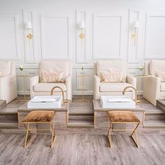 This modern and incredibly elegant spa is where I want to be getting pampered this Friyay. Designed by @maalleninteriors #relax and #rewind