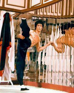 "Bruce Lee ""Enter The Dragon"", side kick."