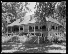 Sunday porch/enclos*ure: Palange Plantation, Louisiana, Library of Congress. Old Mansions, Abandoned Mansions, Abandoned Houses, Abandoned Places, Old Houses, Farm Houses, Pink Houses, Old Southern Homes, Southern Plantation Homes