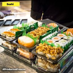 ¿Quien puede resistirse a un delicioso plato de #sushi? #ProductosFrescos Fresco, Sushi, Pasta Salad, Ethnic Recipes, Fitness, Food, Convenience Store, Dishes, Products