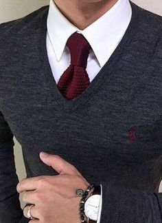 One great thing about men's fashion is that while most trends come and go, men's wear remains stylish and classy. However, for you to remain stylish, there are men's fashion tips you need to observe. Mode Man, Mode Costume, Herren Outfit, Sharp Dressed Man, Suit And Tie, Mens Shirt And Tie, Gentleman Style, Mens Suits, Men Dress