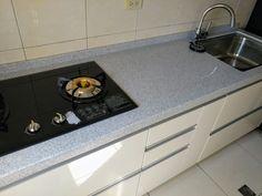 廚具介紹 這套一字型廚具客戶位於桃園 整套長度約220公分 廚具主體是LG人造石檯面 搭配豪山牌三機 &nbs…