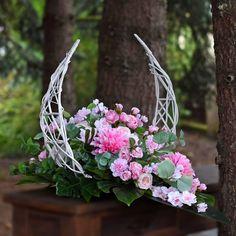Unique Flowers, Silk Flowers, Funeral Sprays, Cemetery Flowers, Funeral Flowers, Flower Designs, Floral Arrangements, Diy And Crafts, Bouquet