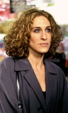 Carrie Bradshaw Wearing A Black Jacket And Curly Bob Hairstyle, Season 1    You know, I really prefer her with this sort of hairstyle. She, let's face it, has a long face and this is probably the length she should live in. Doesn't mean she has to, of course.